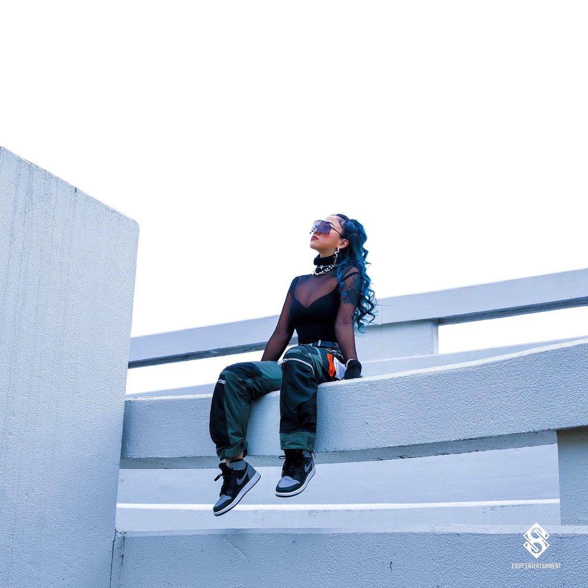 『JASMINE - BADASS (feat. KIRA)』収録の『BADASS (feat. KIRA)』ジャケット